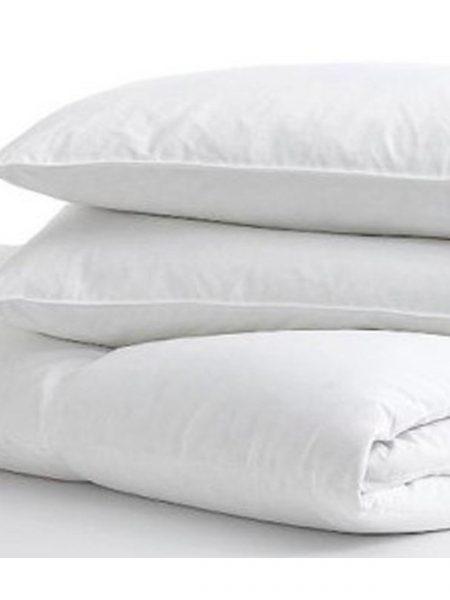Antialergický paplón a 4x vankúš Medic letný je výrobok prémiovej kvality. Antialergická súprava obsahuje : 1x paplón : 140/200 cm, 160/200 cm alebo 200/220 cm 2x vankúš : 70/80 cm 2x vankúš : 40/40 cm Označenie produktu : JARMEDL Materiál: fleece (flis) Výplň: duté vlákno Pranie: na 40 stupňov Hmotnosť: 100 g / m2 Farba: biela Antialergický materiál: ÁNO