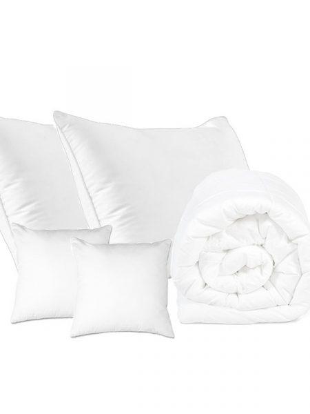 Set paplón a 4x vankúš bavlna letný je výrobok prémiovej kvality. Set bavlna letný obsahuje : 1x paplón : 140/200 cm, 160/200 cm alebo 200/220 cm 2x vankúš : 70/80 cm 2x vankúš : 40/40 cm Označenie produktu : JARBVLL Materiál: Bavlna Výplň: duté vlákno Hmotnosť: 200 g / m2 Pranie: na 40 stupňov Farba: biela