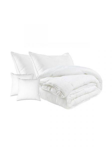 Set paplón a 4x vankúš bavlna celoročný je výrobok prémiovej kvality. Sada je vyrobená škandinávskou technológiou, ktorá sa vyznačuje vo vŕstvení jemných pavučín z kvalitného dutého polyesterového vlákna. Set bavlna obsahuje : 1x paplón : 140/200 cm, 160/200 cm alebo 200/220 cm 2x vankúš : 70/80 cm 2x vankúš : 40/40 cm Označenie produktu : JARBVL Materiál: Bavlna Výplň: duté vlákno Hmotnosť: 200 g / m2 Pranie: na 40 stupňov Farba: biela