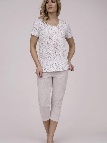 Dámske bavlnené pyžamo Cana 175. Prinášame Vám novú kolekciu dámske pyžamá jar-leto 2018. Moderné, pohodlné, luxusné a zároveň cenovo veľmi prístupne dámske pyžamá, ktoré nájdete v našej ponuke. Celý komplet je vyrobený z veľmi kvalitného a príjemného materiálu. Farebné prevedenie biela košieľka v kombinácií modrými bodkami a telovej farby nohavice. Košieľka má z vrchnej časti 5 gombíkov a elegantnú mašličku. Materiálové zloženie: 100% bavlna košieľka 98% balvna a 2% polyester nohavice Dostupné veľkosti: S, M, L, XL a taktiež XXL. Tabuľka veľkosti viď. spodná časť stránky Vyrobené v EÚ