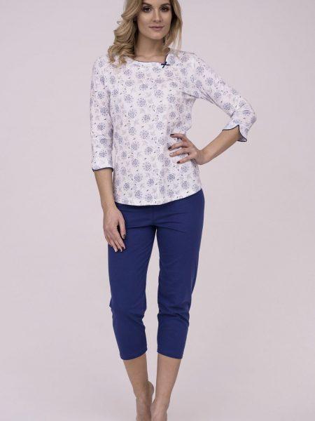 Dámske bavlnené pyžamo Cana 176. Prinášame Vám novú kolekciu dámske pyžamá jar-leto 2018. Moderné, pohodlné, luxusné a zároveň cenovo veľmi prístupne dámske pyžamá, ktoré nájdete v našej ponuke. Dámske pyžamo Cana 176 je vyrobené z veľmi kvalitného a príjemného materiálu. Farebné prevedenie biela košieľka s modrým kvetinovým motívom. Nohavice 3/4 dĺžky v námorníckej modrej farbe. Materiálové zloženie: 100% bavlna Dostupné veľkosti: S, M, L, XL a taktiež XXL. Tabuľka veľkosti viď. spodná časť stránky Vyrobené v EÚ
