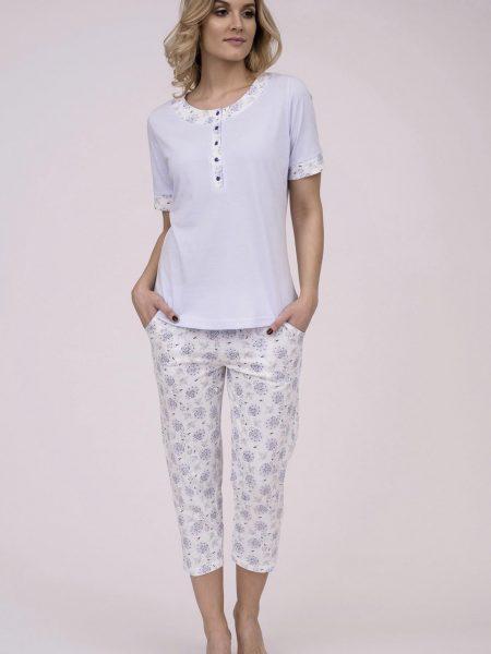 Dámske bavlnené pyžamo Cana 177. Prinášame Vám novú kolekciu dámske pyžamá jar-leto 2018. Moderné, pohodlné, luxusné a zároveň cenovo veľmi prístupne dámske pyžamá, ktoré nájdete v našej ponuke. Dámske pyžamo Cana 177 je vyrobené z veľmi kvalitného a príjemného materiálu. Košieľka je bledo modrej farby s kvetinovou lemovkou okolo krku a rukávov. Nohavice 3/4 dĺžky, bielej farby s modrým kvetinovým motívom. Materiálové zloženie: 100% bavlna