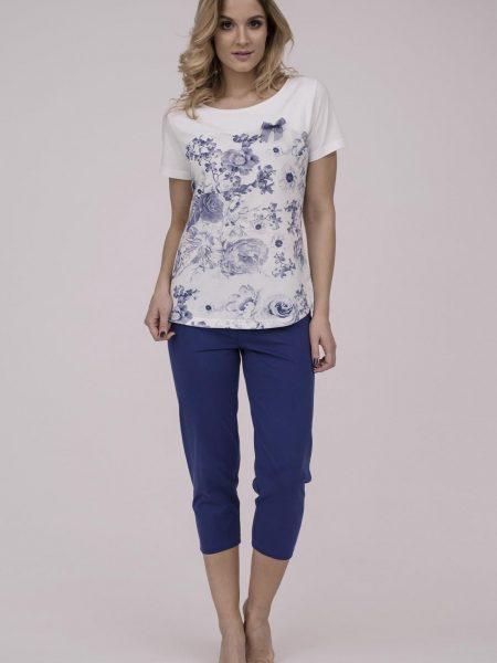 Dámske bavlnené pyžamo Cana 187. Prinášame Vám novú kolekciu dámske pyžamá jar-leto 2018. Moderné, pohodlné, luxusné a zároveň cenovo veľmi prístupne dámske pyžamá, ktoré nájdete v našej ponuke. Celý komplet je vyrobený z veľmi kvalitného a príjemného materiálu. Farebné prevedenie biela košieľka a modré 3/4 nohavice. Materiálové zloženie: 100% bavlna. Dostupné veľkosti: S, M, L, XL a taktiež XXL. Tabuľka veľkosti Vyrobené v EÚ