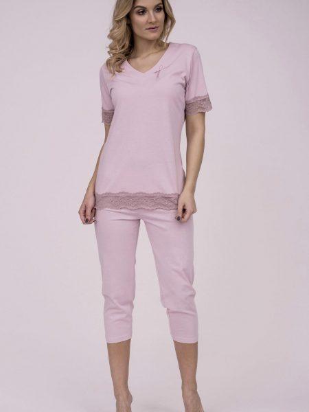 Dámske bavlnené pyžamo Cana 191. Prinášame Vám novú kolekciu dámske pyžamá jar-leto 2018. Moderné, pohodlné, luxusné a zároveň cenovo veľmi prístupne dámske pyžamá, ktoré nájdete v našej ponuke. Celý komplet je vyrobený z veľmi kvalitného a príjemného materiálu. Farebné prevedenie ružová košieľka ozdobená elegantnou čipkou a 3/4 nohavice v rovnakej farbe. Materiálové zloženie: 100% bavlna Dostupné veľkosti: S, M, L, XL a taktiež XXL. Tabuľka veľkosti viď. spodná časť stránky Vyrobené v EÚ