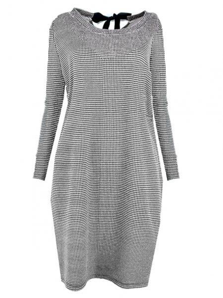 Dámske šaty JARKA 24117 sú dostupné v štyroch farebných prevedeniach. Veľkosť šiat : univerzál (S-L) Zloženie: 90% viskóza 10% elastín Flexibilita: jemne pružná Pranie: pri 30°C Žehlenie: max 150°C