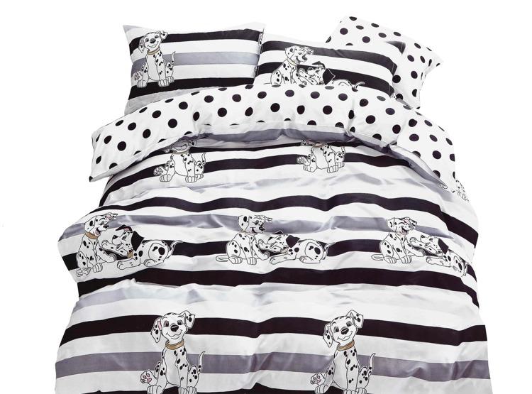 Súprava Jarka dalmatín obsahuje: 1 x posteľná obliečka : príslušný rozmer +/- 4% 2 x obliečka na vankúš : 70 x 80 cm+/- 2% (tieto návliečky sú vhodné aj na vankúše 70x90 cm) Označenie produktu: JARDALM 883 - Materiál: 100% bavlnený satén (materiál s úpravou, ktorá dodáva obliečkám jemný lesk, pritom nie sú chladivé ani šmykľavé ako satén) - Hebkosť a jemnosť bavlneného saténu patrí medzi obľúbené materiály - Príjemný na dotyk, nechladí.