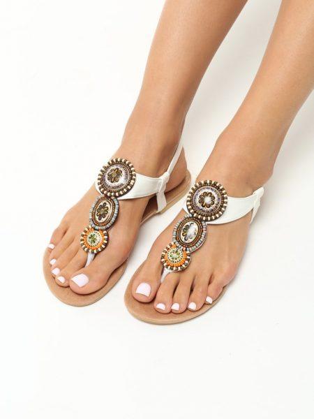 Dámske sandále biele Natália Veľkosť : 36, 37, 38, 39, 40,41 /podľa dostupnosti/ Farba: biela Päta: 1 cm Materiál: eko koža Špička topánky: otvorená Upevnenie: pracka Kód produktu: Jarka 1212211