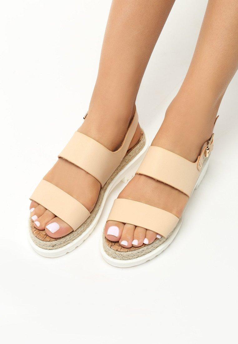 4f54b2c5522b Dámske sandále na platforme béžové Zoe Veľkosť   36