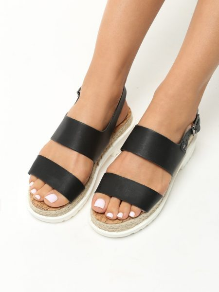Dámske sandále na platforme čierne Zoe Veľkosť : 36, 37, 38, 39, 40,41 /podľa dostupnosti/ Farba: čierna Päta: 5,5 cm Platforma : 3,5 cm Materiál: eko koža Špička topánky: otvorená Upevnenie: pracka Kód produktu: Jarka 1213561