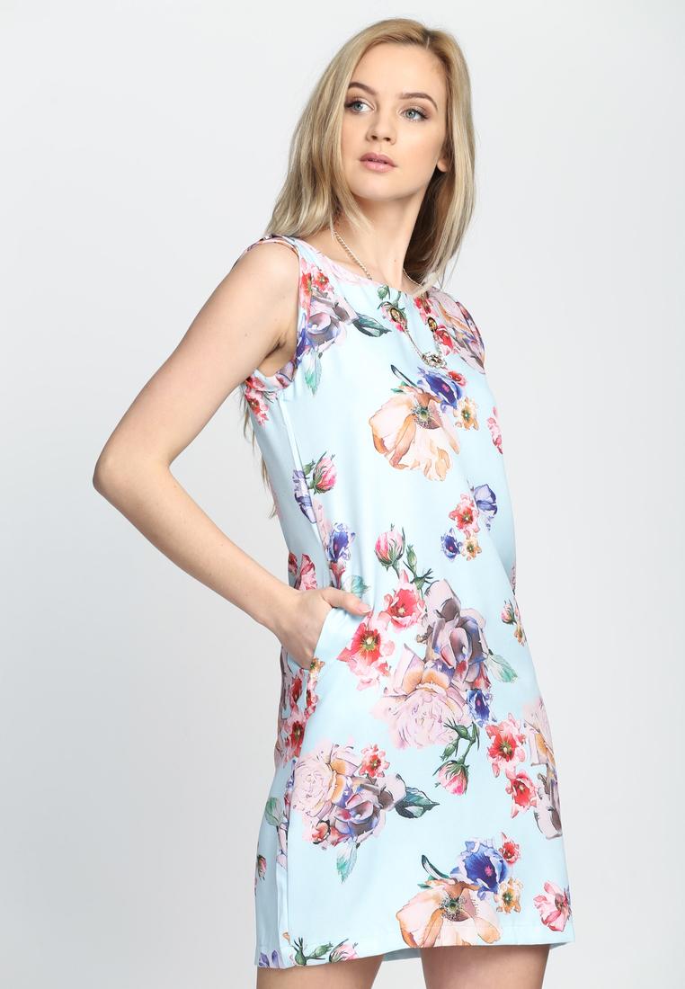 Dámske kvietočkované šaty modré Lillian, dostupné v piatich veľkostiach 36,38,40,42,44 Vyrobené z príjemného materiálu. Zapínanie na zadnej časti pomocou zipsu. Ideálne šaty na každú spoločenskú príležitosť Zloženie: 95% polyester, 5% elastan. Kód : Lillian 1242247