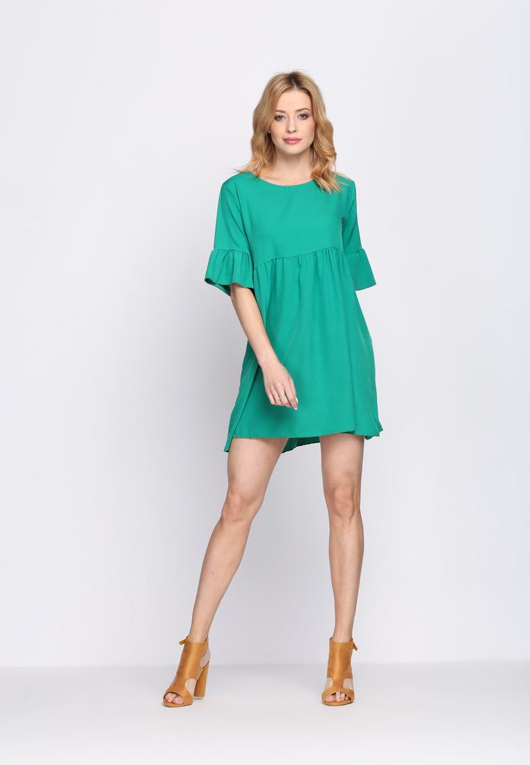 Dámske šaty zelené Zoe, dostupné vo dvoch veľkostiach S/M a L/XL Vyrobené z príjemného materiálu. Zapínanie na zadnej časti pomocou zipsu. Ideálne šaty na každú spoločenskú príležitosť Zloženie: 95% polyester, 5% elastan. Kód : Zoe 1262128