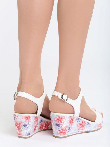 21daa35e3b85 Dámske sandále na platforme biele Gabriella Veľkosť   36