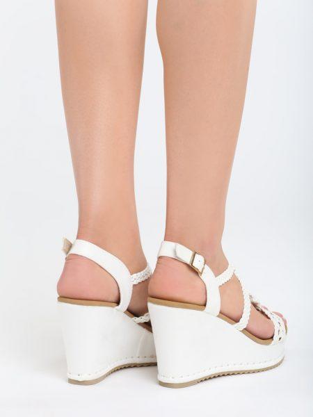37a7768924143 Dámske sandále na platforme biele Naomi | Jarka.sk | móda • štýl ...