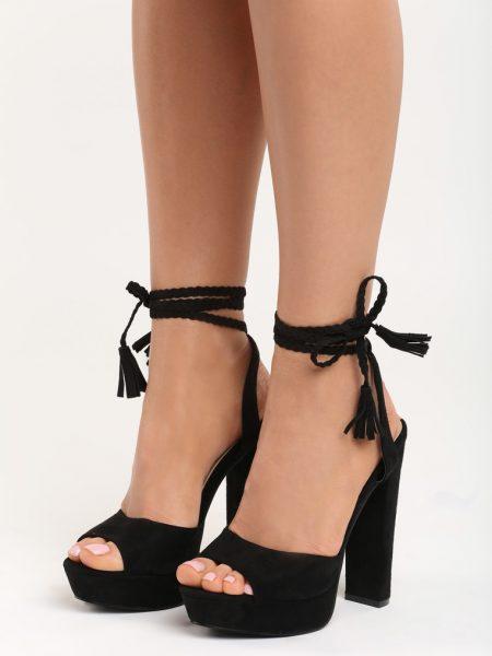 Dámske sandále na platforme čierne Ellie Veľkosť : 36, 37, 38, 39, 40,41 /podľa dostupnosti/ Farba: čierna Päta: 14,5 cm Platforma: 3,5 cm Materiál: semiš Materiál podošva: eko koža Špička topánky: otvorená Upevnenie: viazanie