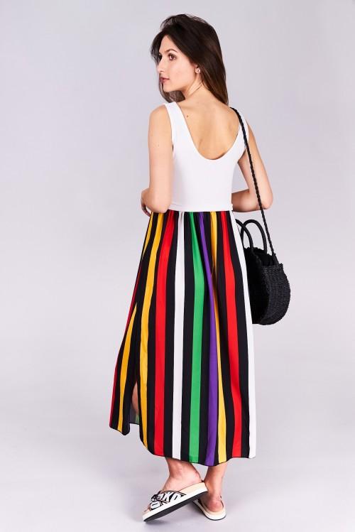 Dlhé letné šaty Emily Veľkosť UNI-verzálna Vyrobené z príjemného materiálu. Letné pohodlné šaty Farebné prevedenie : biele a mix farieb Kód : Jarka 0517089