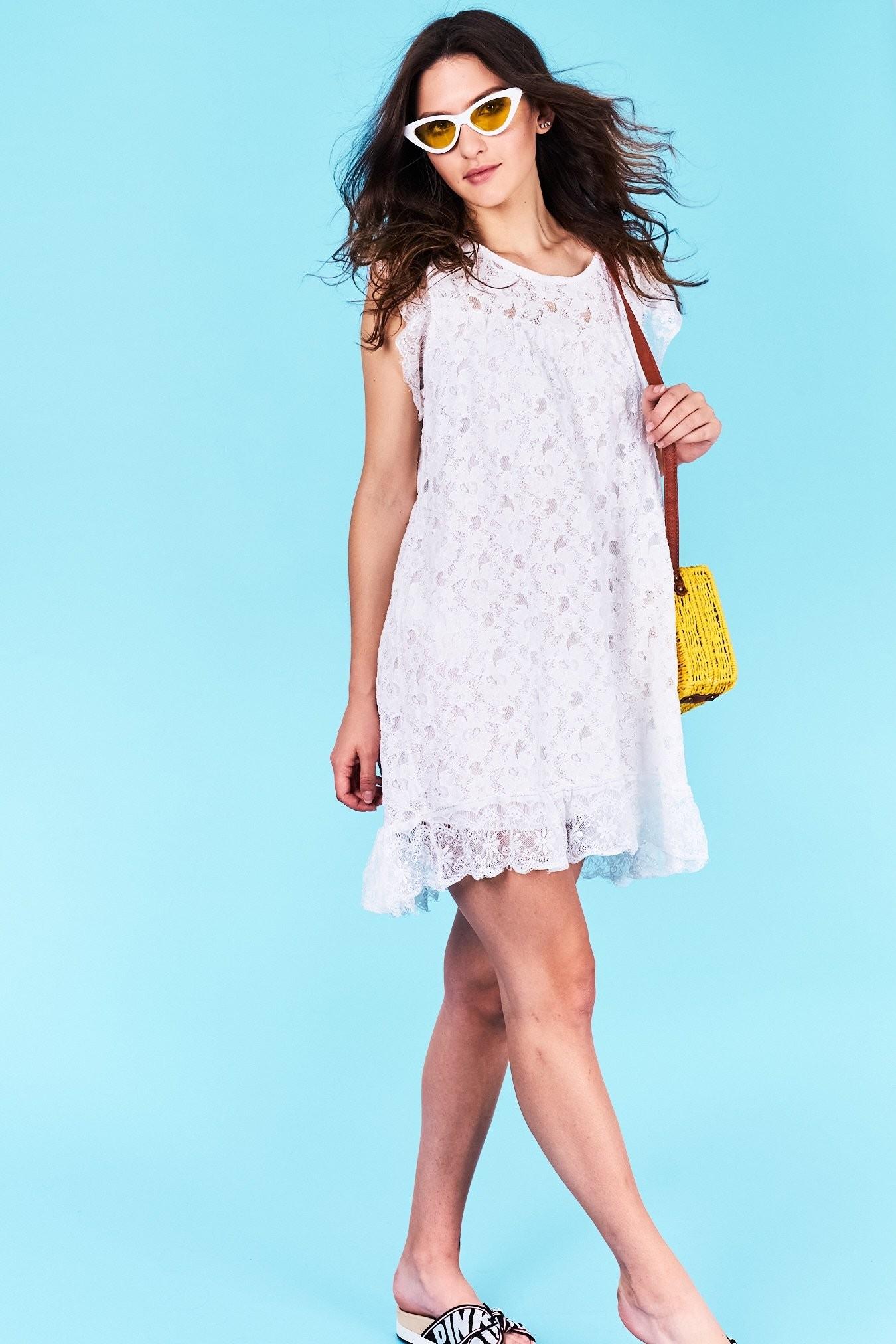 29a7e80c63e6 Dámske šaty biele Lyla Veľkosť UNI-verzálna Vyrobené z príjemného  materiálu. Pohodlné šaty