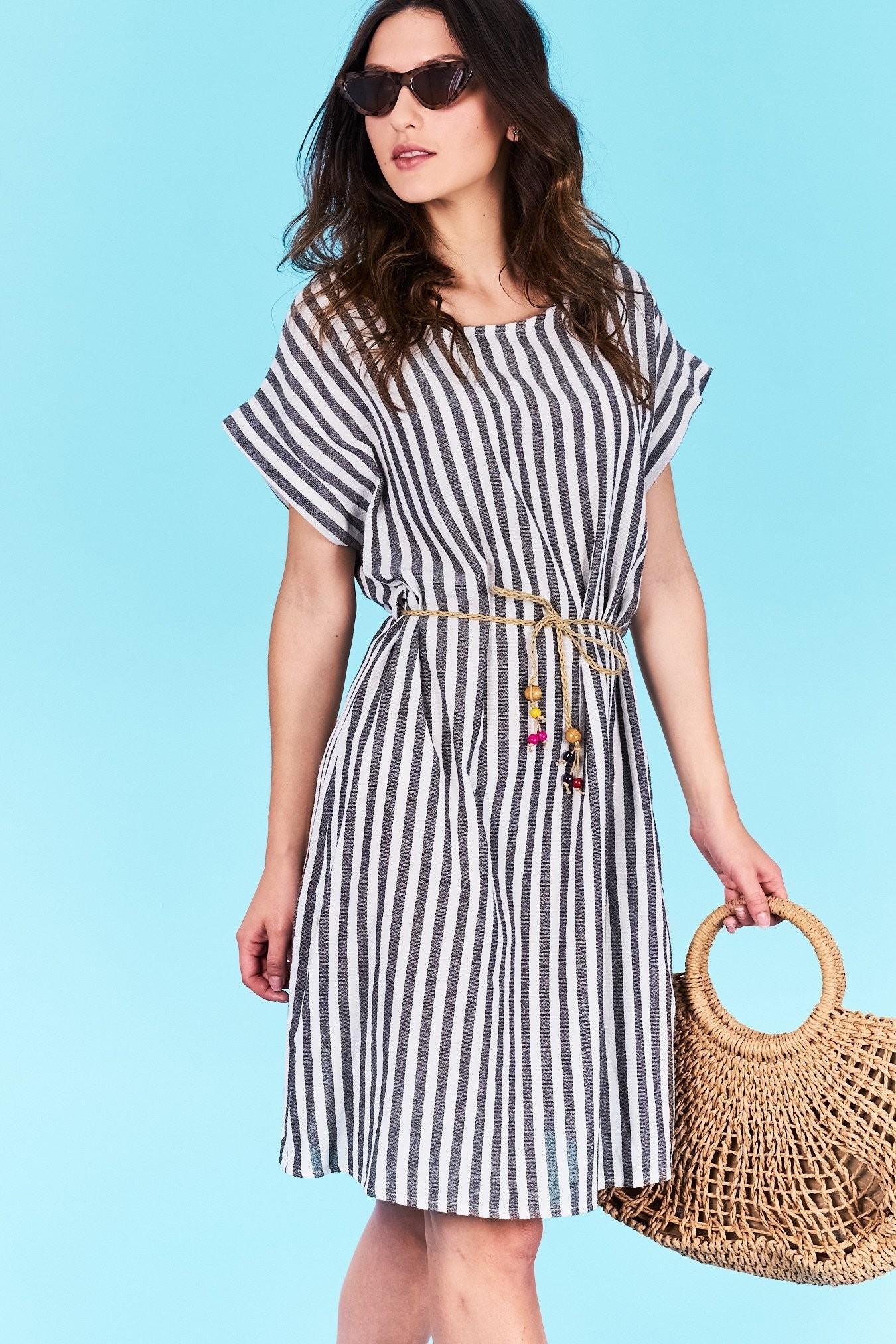 Dámske pruhované šaty čierne Norah Veľkosť UNI-verzálna Vyrobené z  príjemného materiálu. Pohodlné šaty 5f8ded579c5