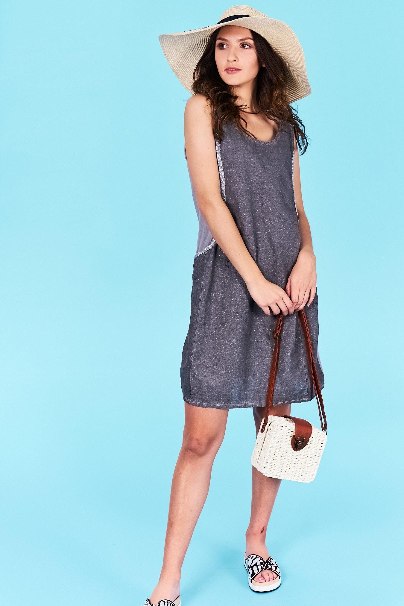 e53bb3d810bf Dámske letné šaty grafitové Khloe Veľkosť UNI-verzálna Vyrobené z  príjemného materiálu. Pohodlné šaty