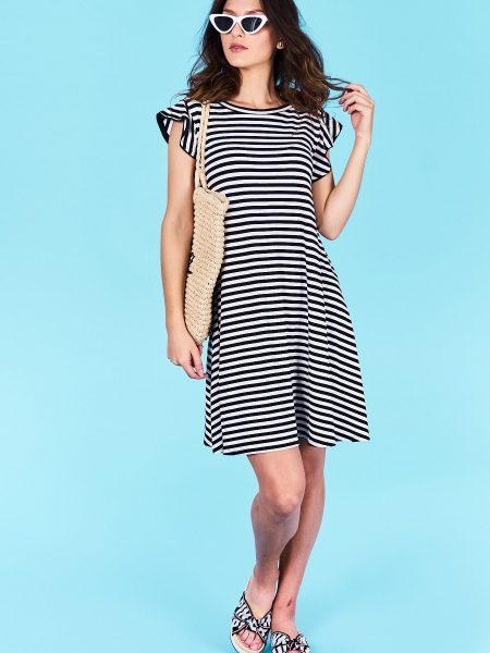 Dámske pruhované šaty čierne Jasmine Veľkosť UNI-verzálna Vyrobené z príjemného materiálu. Pohodlné šaty, krátky rukáv Farebné prevedenia : čierna, biela pruhovaná Kód : Jarka 0518986c
