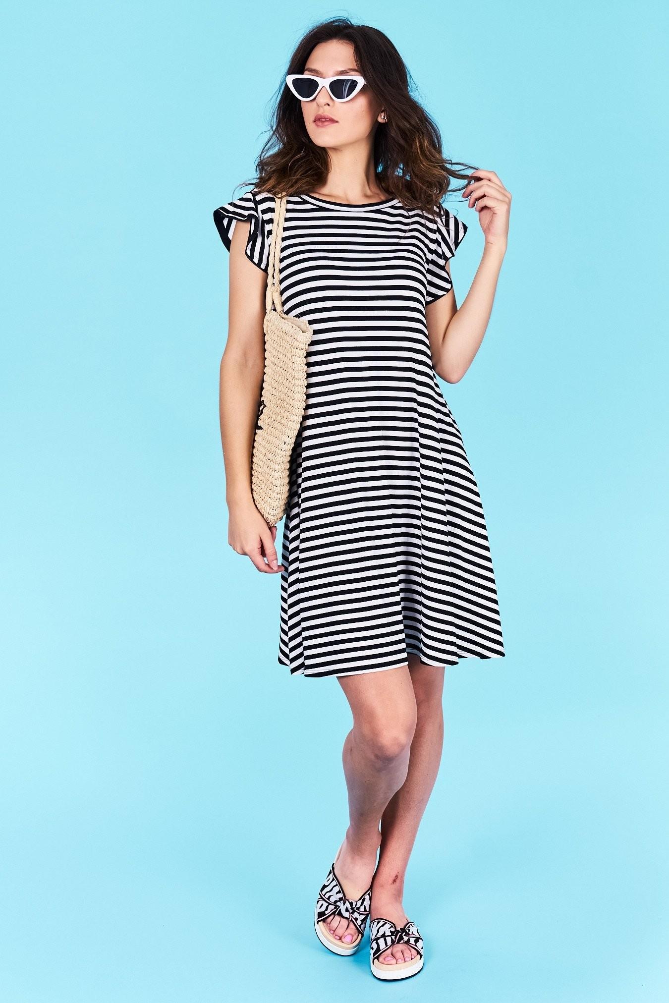 f90d0bda0d04 Dámske pruhované šaty čierne Jasmine Veľkosť UNI-verzálna Vyrobené z  príjemného materiálu. Pohodlné šaty