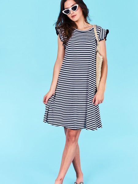 Dámske pruhované šaty tmavo modré Jasmine Veľkosť UNI-verzálna Vyrobené z príjemného materiálu. Pohodlné šaty, krátky rukáv Farebné prevedenia : tmavo modrá, biela pruhovaná Kód : Jarka 0518986tm