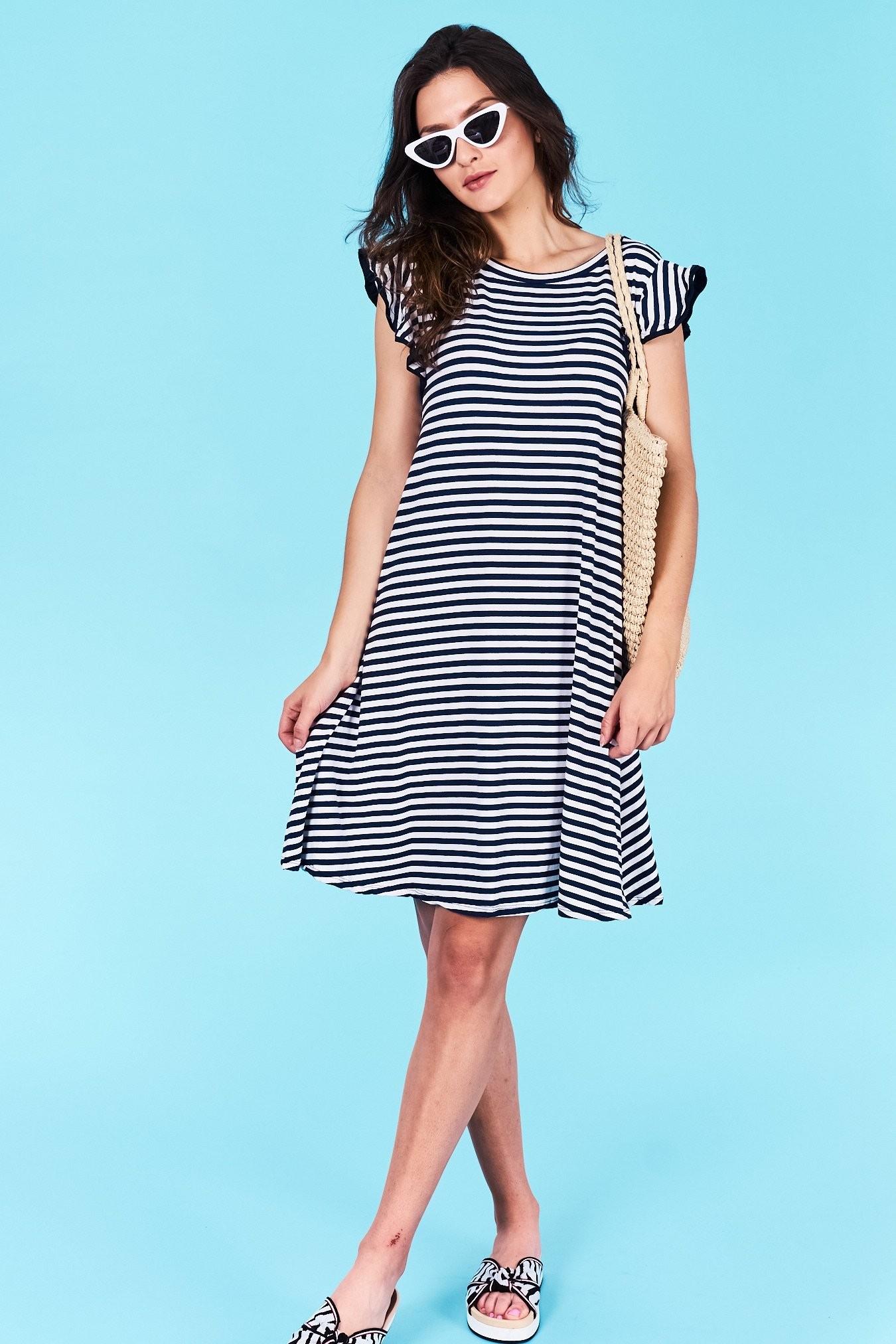 f3907b76dd35 Dámske pruhované šaty tmavo modré Jasmine Veľkosť UNI-verzálna Vyrobené z  príjemného materiálu. Pohodlné