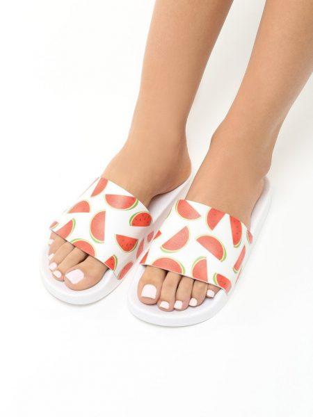 Dámske šľapky biele Hudson Veľkosť : 36, 37, 38, 39, 40,41 /podľa dostupnosti/ Farba: biela Špička topánky: otvorená Upevnenie: voľná päta Kód produktu: Jarka 1211270