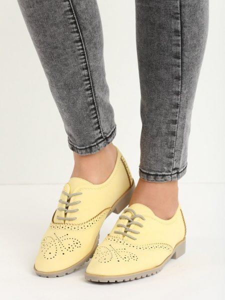 Dámske mokasíny v žltej farbe Haven Veľkosť : 36, 37, 38, 39, 40, 41 /podľa dostupnosti/ Farba: žltá Materiál:semiš Špička topánky: uzavretá Upevnenie: šnúrovacie Kód produktu: Jarka 128296