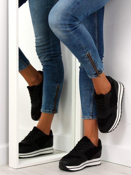 Dámske tenisky v čiernej farbe Linda Veľkosť : 36, 37, 38, 39, 40, 41 /podľa dostupnosti/ Farba: čierna Špička topánky: okrúhla uzavretá Upevnenie: šnúrovacie Kód produktu: Jarka JA203082C