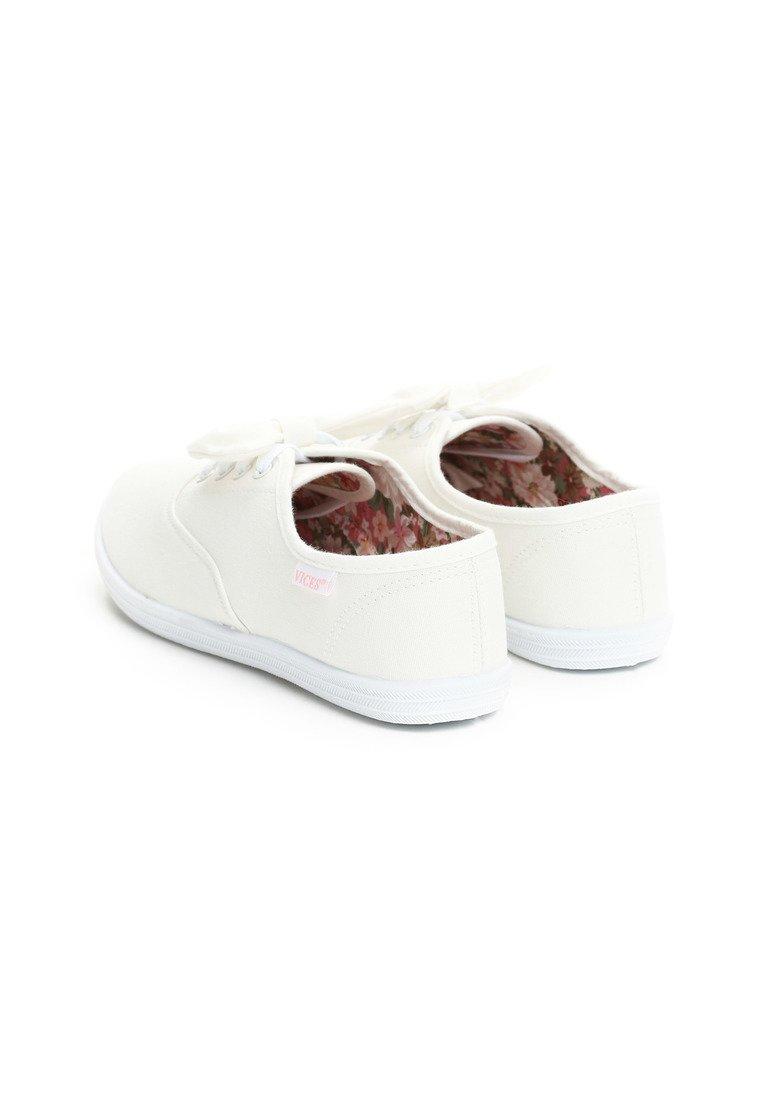 d29e466912 Dámske tenisky v bielej farbe Mae Veľkosť   36