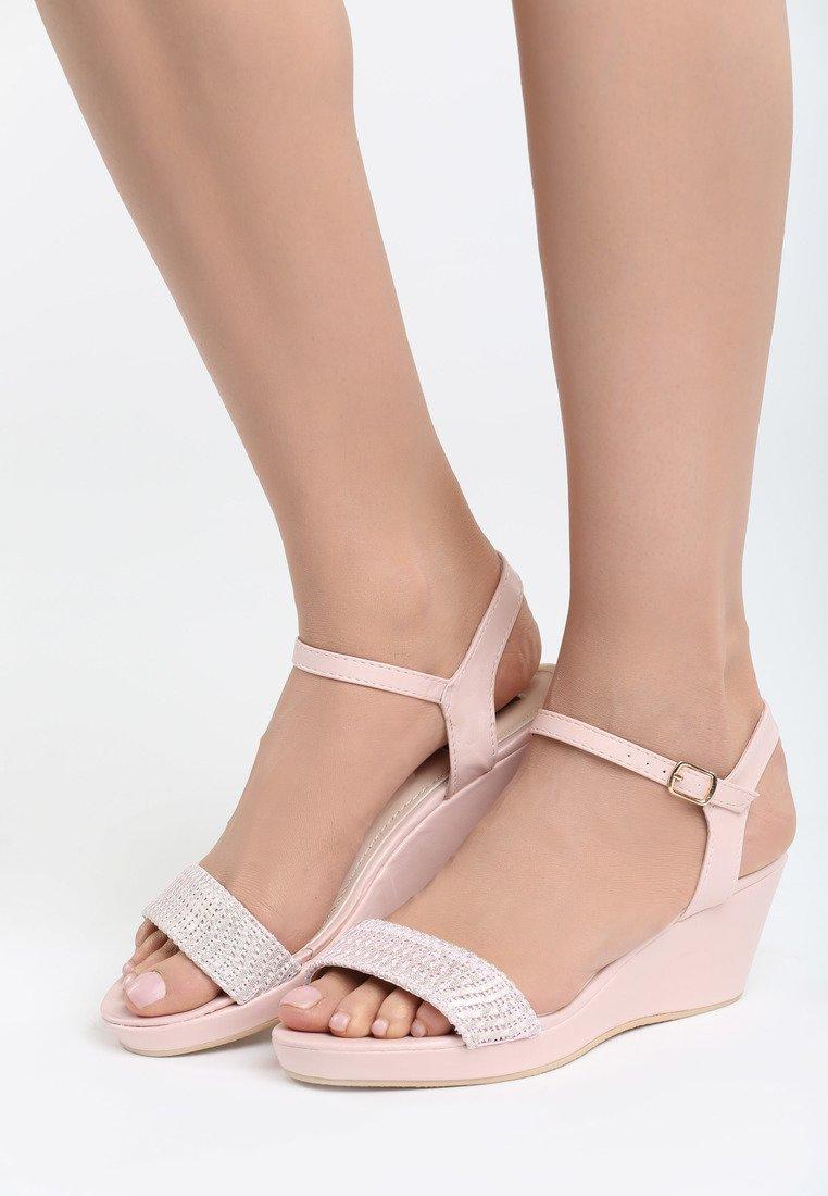 85cb52bdb8ef6 Dámske sandále na platforme ružové Molly | Jarka.sk | móda • štýl ...