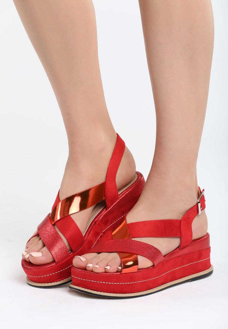 d16aabfb26 Dámske sandále na platforme červené Trinity