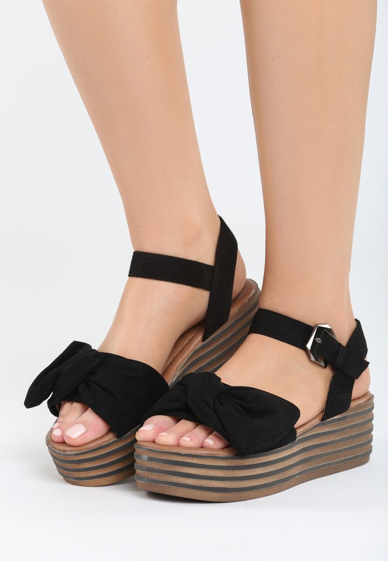 22ba2cae052d Dámske sandále na platforme čierne Valerie Veľkosť   36