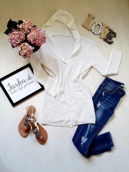 Pletený kardigan biely dlhšieho strihu Clara s kapucňou, bez zapínania, ozdobený dvoma vreckami, so srdiečkovým vzorom na chrbte. Veľkosť: UNI – dĺžka 80 cm, hrudník 45 cm x 2 Farba : biela Zloženie : 50% bavlna, 50% akryl, Krajina pôvodu : Taliansko Kód produktu : Jarka 1224716