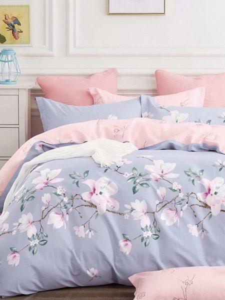 Posteľná obliečka bavlnený satén vresová-ružová Lorelai, nádherná posteľná obliečka. Dostupná vo veľkostiach 140x200 cm alebo 160x200cm.