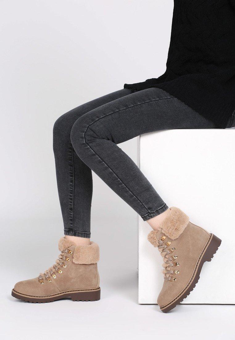 91c8687f9e1a Dámske členkové topánky v hnedej farbe Ella 1224951