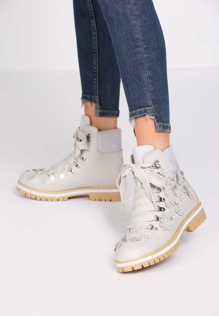 75bdf1e8b999 Dámske členkové topánky v sivej farbe Abigail 1223944