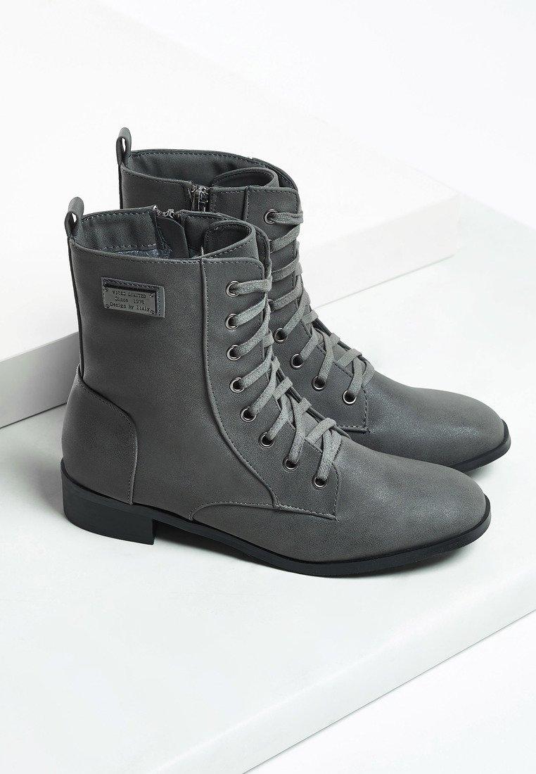 Dámske členkové topánky v sivej farbe Ami 1221341 2d21eeea9bf